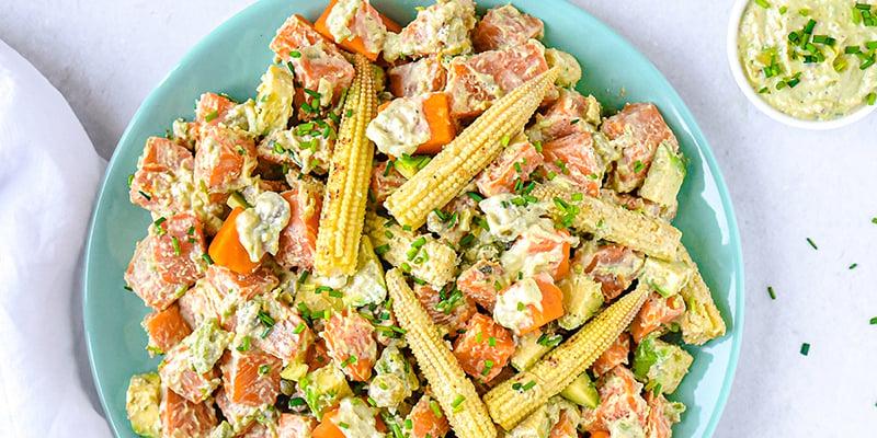 EAT ME Süßkartoffelsalat mit Baby-Mais und Avocado